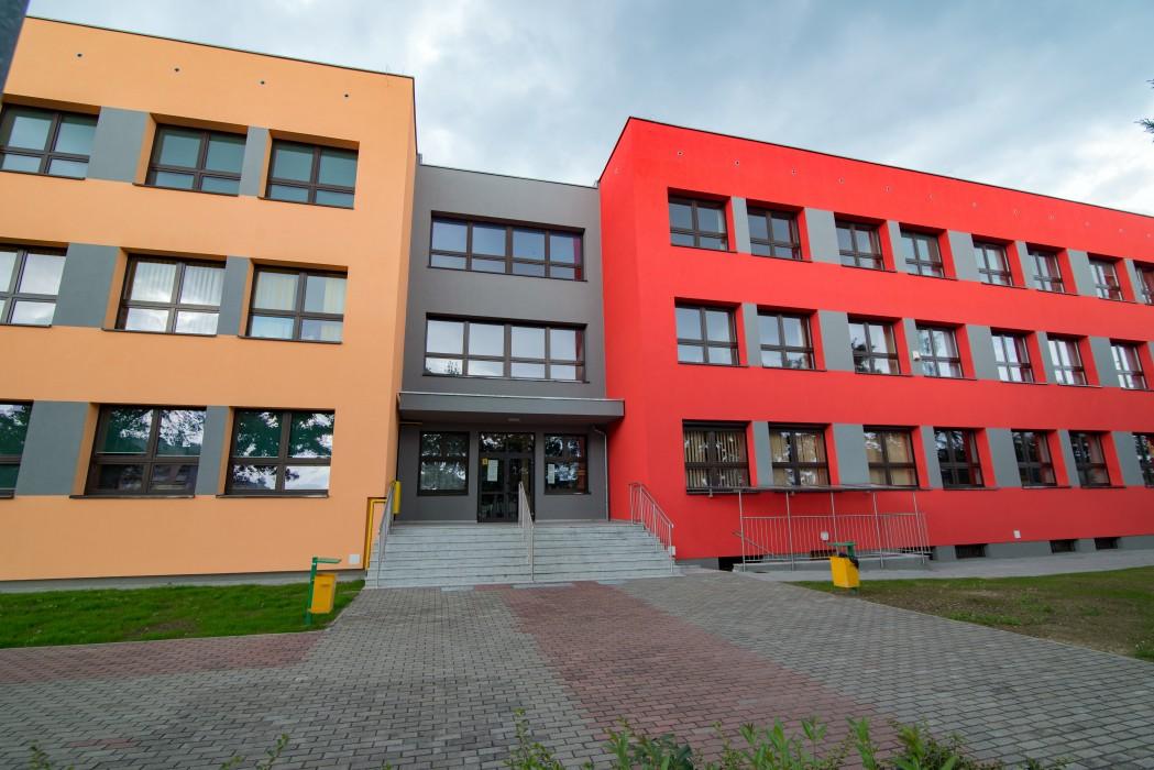 Termomodernizacja z częściową przebudową Szkoły Podstawowej nr 2 wraz z obiektami sportowymi